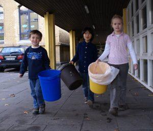 Der Mülldienst leert die Eimer